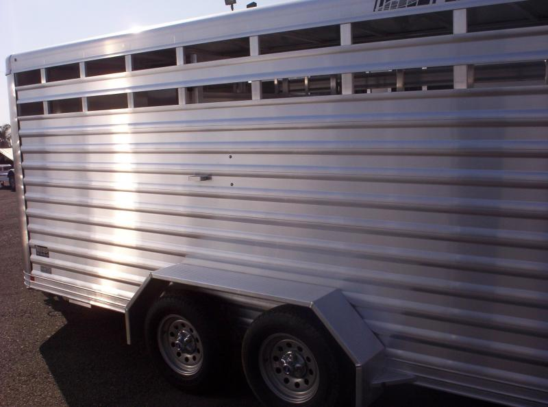 2020 Featherlite 8107-16 Livestock Trailer