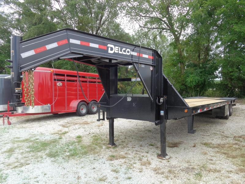 Delco 102'x34' Gooseneck 20000 Hydraulic Dovetail With Hydraulic Jacks