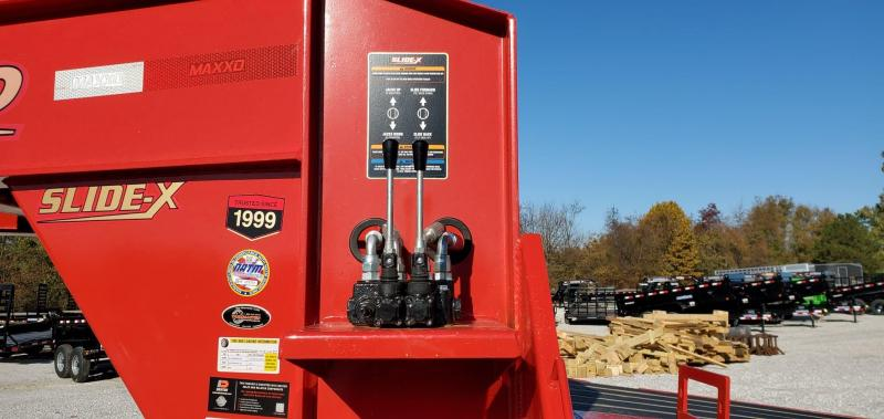 2020 MAXXD 102X32 TTX SLIDE-X FLAME RED GOOSENECK TRAILER W/HYDROJACKS BLACKWOOD FLOOR & 14 PLY TIRES