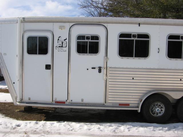 2003 Featherlite 3HSLWK Horse Trailer