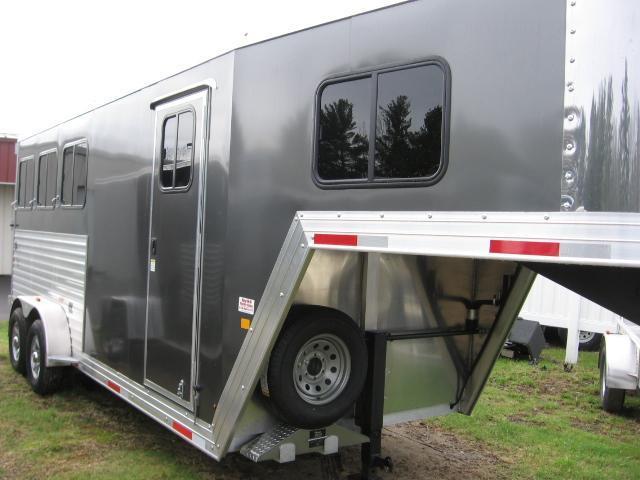 2019 Merhow Trailers Bronco 3H-GSL Horse Trailer
