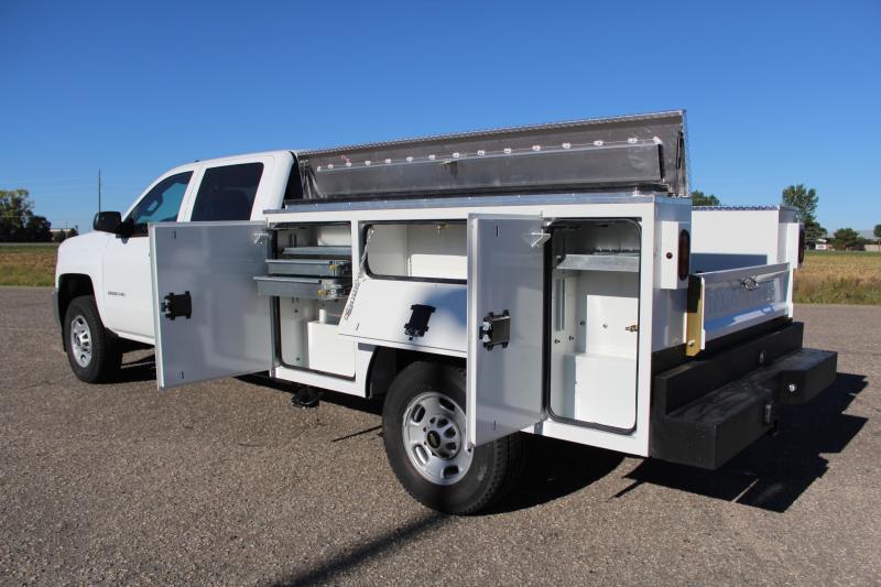CM SB Dual Rear Wheel Pickup Service Body