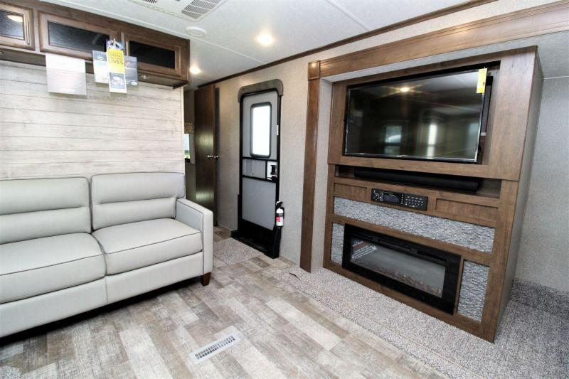 2019 Rockwood Signature Ultra Lite 8332BS Travel Trailer RV