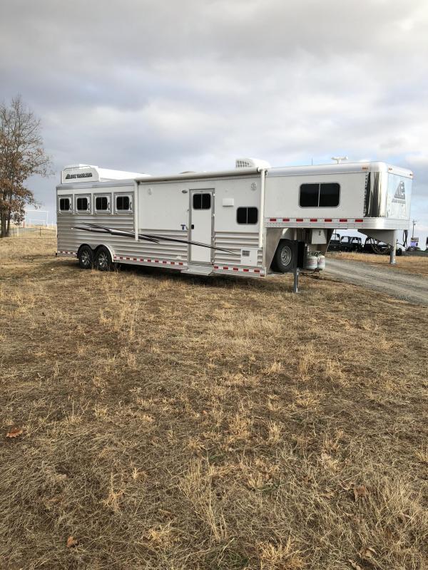 2019 Elite Trailers 4 Horse Mustang LQ Trailer