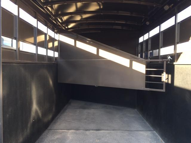 2019 Titan Trailers Royal I 3h Bumper pull Horse Trailer