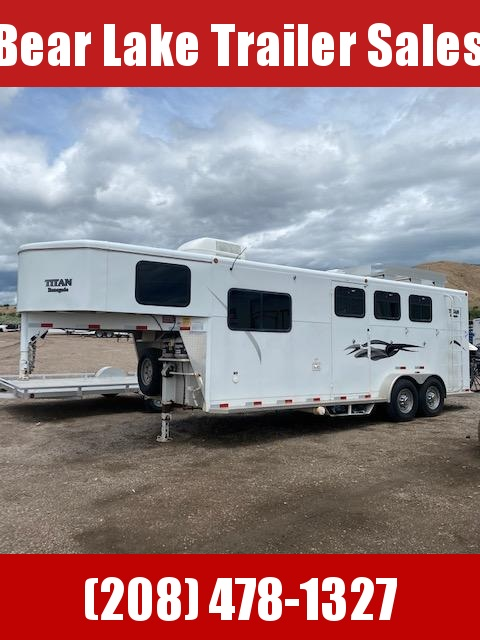 2004 Titan Trailers 3-Horse Living Quarter