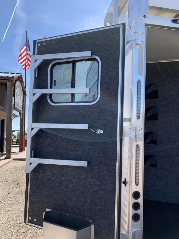 2020 SMC 13.5 Short Wall 4 Horse Rear Side load
