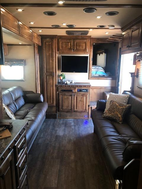 "2019 Bloomer 5 Horse 16'10"" SW Couch/Couch Combo slide out"