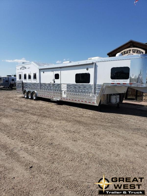 "2020 Bloomer 2020 17'9"" Shortwall slide out LQ Rear Side Load Horse Trailer"