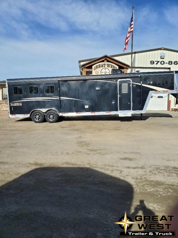 2018 Bison Trailers 11ft Short Wall Slide out 3 Horse Trailer