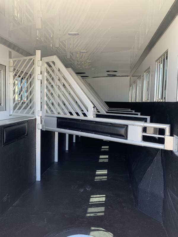 2019 Bloomer 6 Horse Trainer Horse Trailer