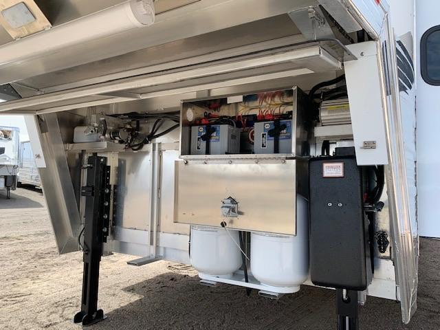 2019 Bloomer Trailer Manufacturing Horse Trailer