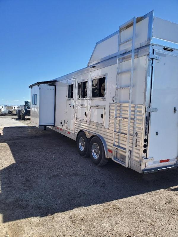 2020 SMC Horse Trailers SP8315SSR Horse Trailer