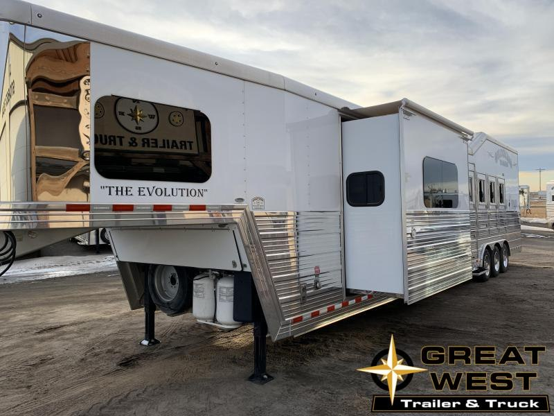 2016 Bloomer 16.5 Short Wall Rear side load 4 Horse Trailer