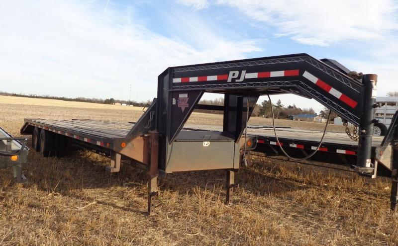 2014 PJ Trailers Classic Flatdeck with Duals (FD) Flatbed Trailer