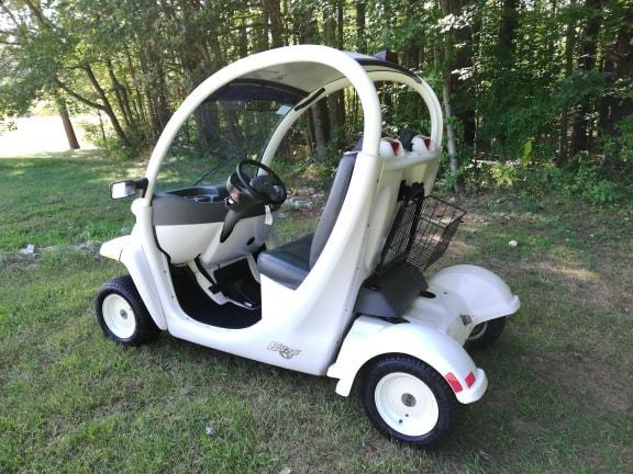 2002 GEM E825 Electric Street Legal vehicle 25 MPH new Trojan Battery