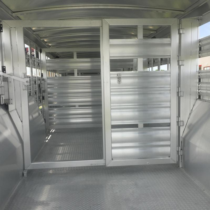 2019 Platinum Coach 32 ft Livestock Trailer