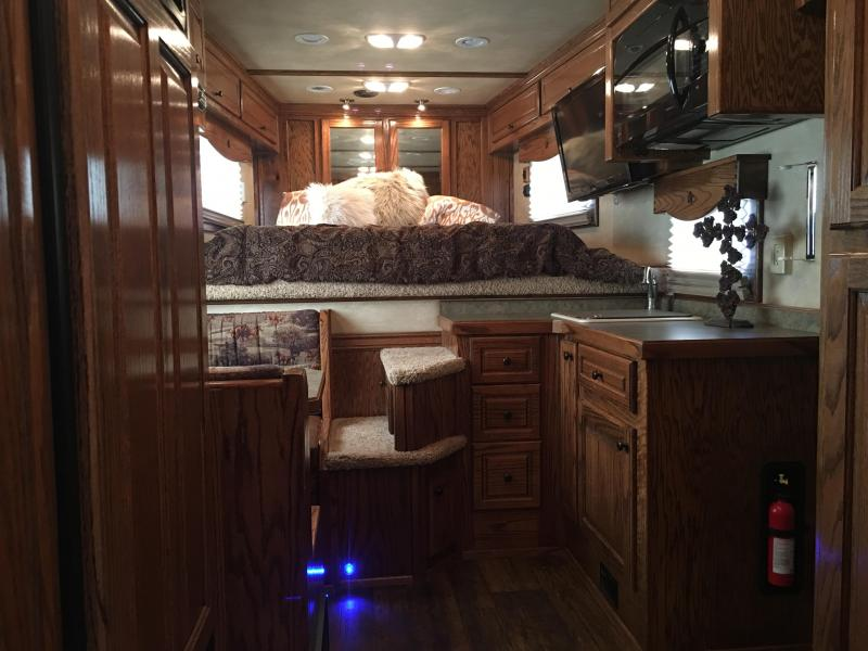 2012 Platinum Coach OUTLAW 3 Horse 12 ft Short Wall LQ Horse Trailer