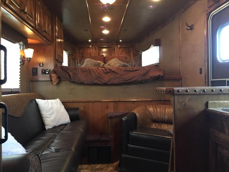 2013 Platinum Coach 3 Horse 12 ft SW Only 90 Hours on Generator Horse Trailer