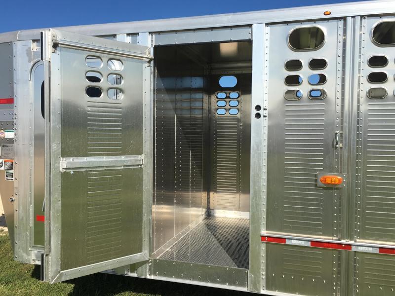 2020 Wilson Trailer Company 24 ft Stock Combo Livestock Trailer