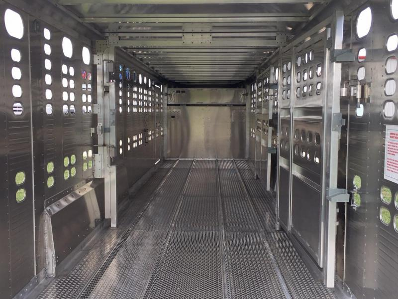 2019 Wilson Trailer Company 30 ft by Livestock Trailer