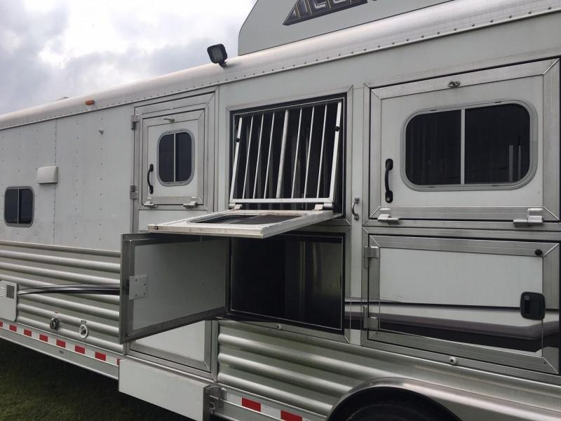 2016 Elite Trailers 4 Horse 13 ft Short Wall Couch and Dinette Horse Trailer