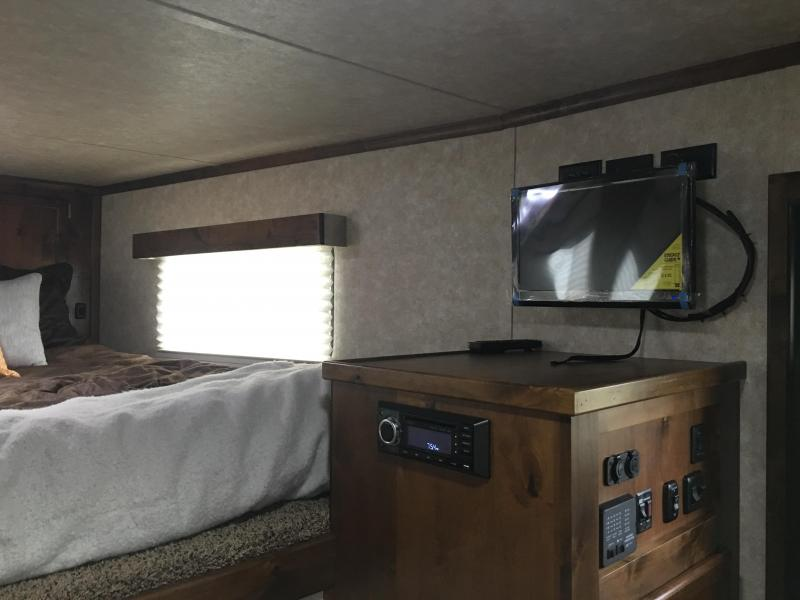 2019 Logan Coach 812 Logan Limited Livestock Trailer
