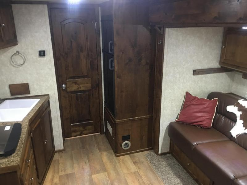 2019 Logan Coach Select 4 Horse 12 ft Short Wall Slide Out & Generator