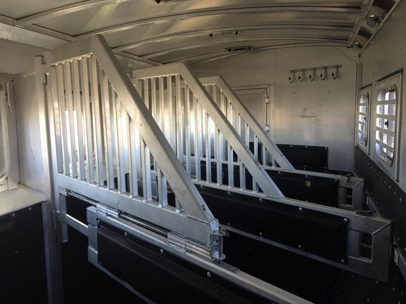 2017 Platinum Coach 4 Horse Side Load 16 ft Short Wall Bunk Beds Horse Trailer
