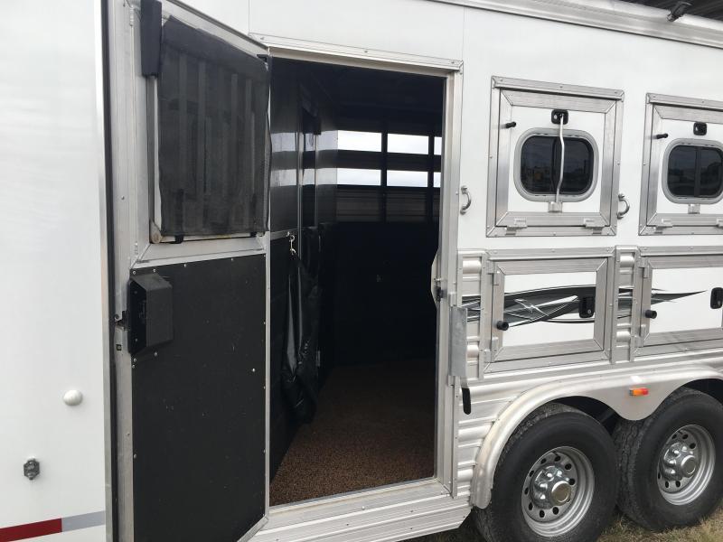 2016 Logan Coach 3 Horse Riot 9 ft Short Wall Horse Trailer