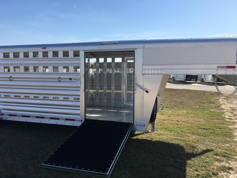 2020 Platinum Coach 24 ft Stock Show Livestock Trailer