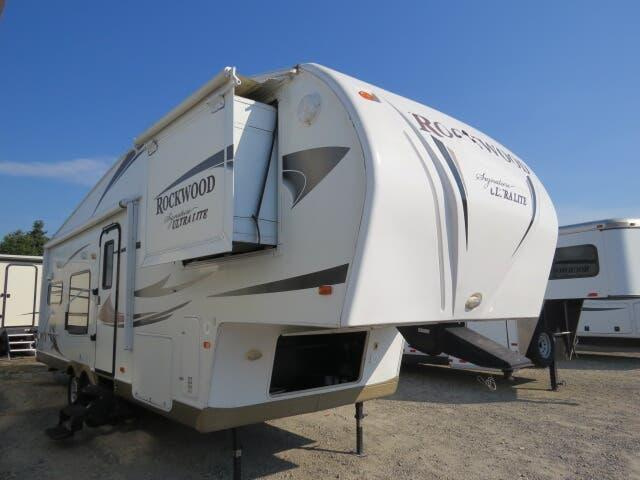 2011 Forest River Rockwood Signature Ultra Lite 8280WS
