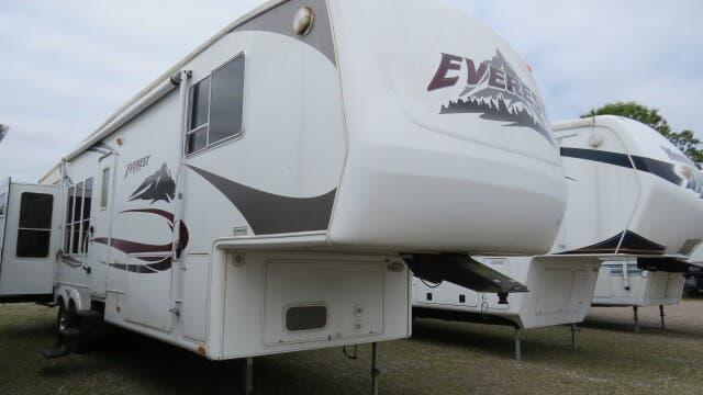2005 Keystone Everest 366I