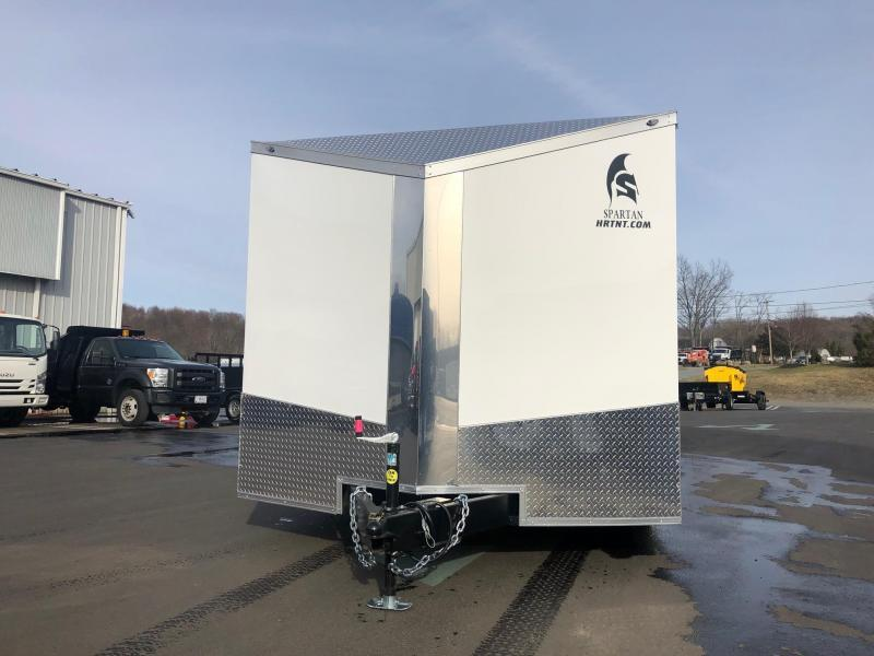 SPARTAN CARGO 2020 8.5 X 24 TANDEM AXLE WHITE SEMI SCREWLESS ENCLOSED TRAILER