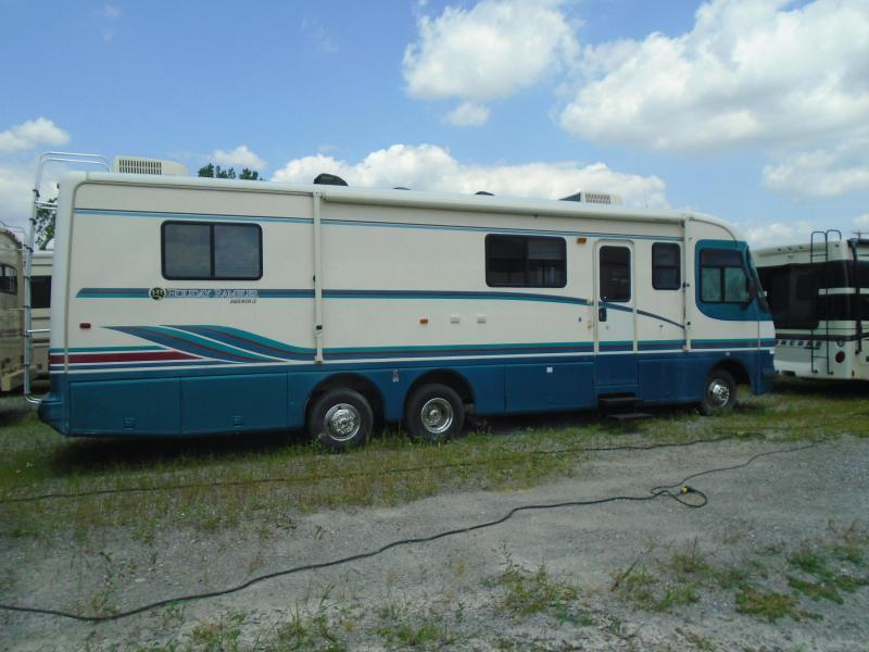 1996 Holiday Rambler Endeavor 36WB  LE   *  GAS