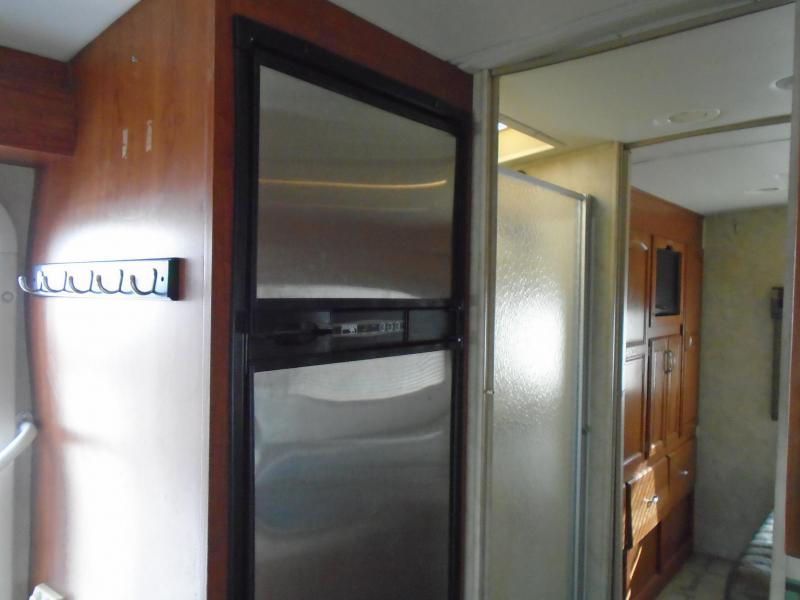2009 Monaco Coach Corporation  montclair Class C RV