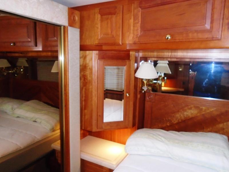 2002 Foretravel Unicoach 4020 U320 Class A RV 40ft.