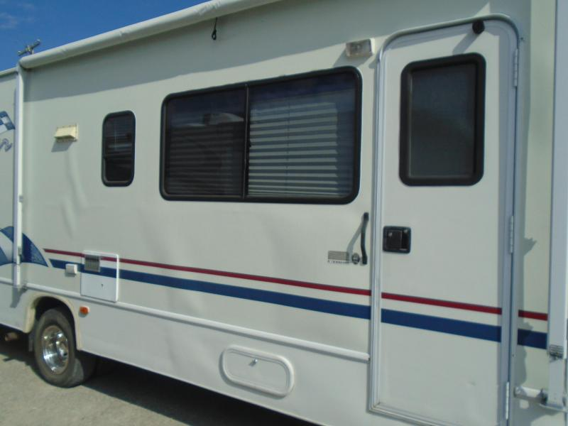 2000 Coachmen  FUN MOVER  31C  RV / 9ftToyBox