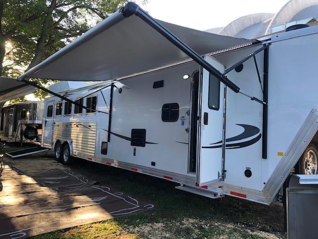 2020 Merhow - 5 Horse Model 8513.5 Horse Trailer