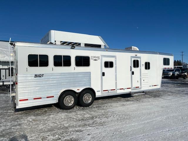 2014 Logan Coach RIOT Horse Trailer