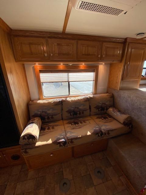 2007 Dream Coach 4H 12'SW LQ W/ Onboard Generator