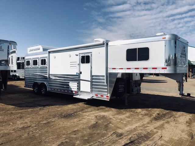 2020 Elite Trailers Mustsang Horse Trailer