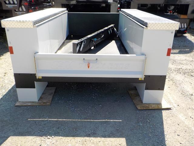 CM 9878 VV FF Truck Bed Service Body