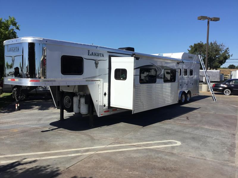 USED 2014 Lakota 4 horse Bighorn 16ft lq Horse Trailer