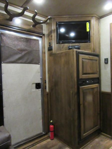 New 2018 Elite Mustang 4H LQ Horse Trailer Vin 17534