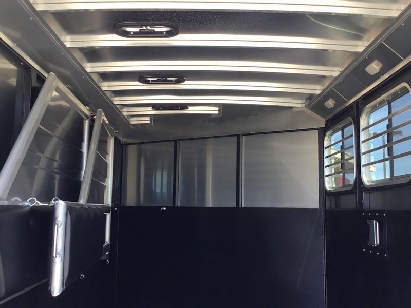 NEW 2019 Logan Coach 3 horse GN Bullseye Horse Trailer