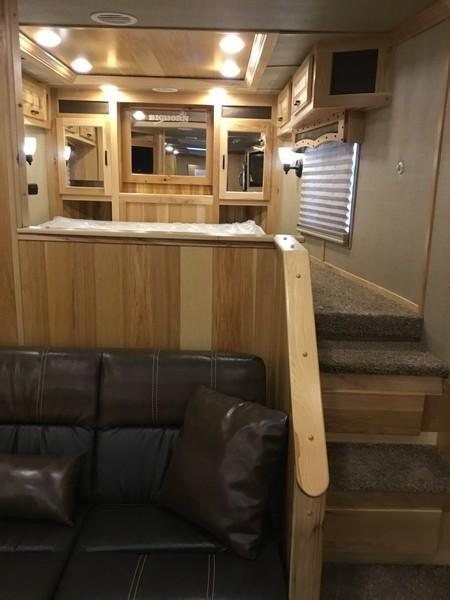 DEMO 2018 Lakota BH8417 4 horse BIGHORN 17ft short wall Horse Trailer