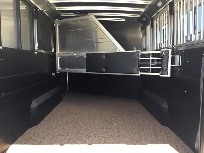 NEW 2019 Logan Coach 3 horse Riot Double door tack GN Horse Trailer