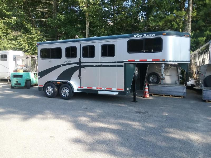 2004 Equispirit Horse Trailers 2H gn D/room Horse Trailer