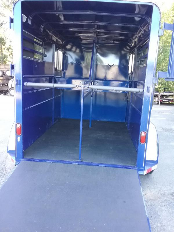 2017 Calico Trailers 2h Thorobred d/room Horse Trailer